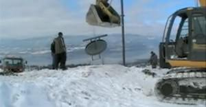 A team works on the ski lift at Kelowna Mountain in 2009